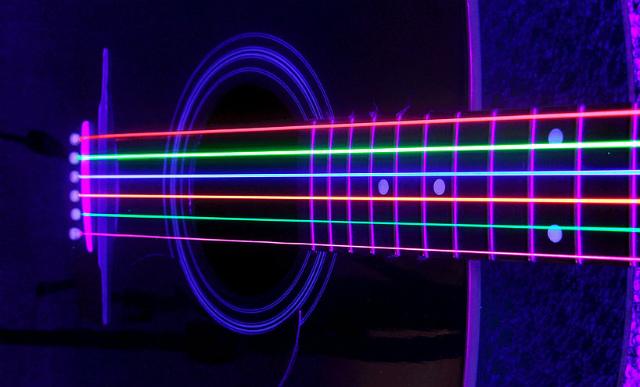 DR社の光るギター弦