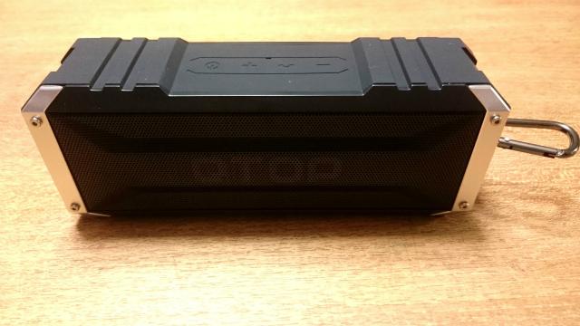 QTOP製bluetoothスピーカー【QTBS008AB】のシンプルな外観