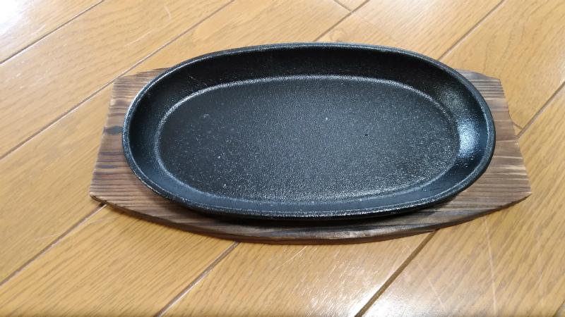 ダイソーのステーキ鋳物皿