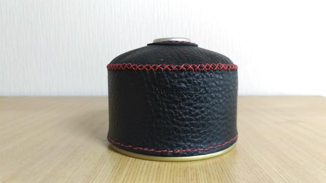 レザークラフトで自作した黒いOD缶カバー
